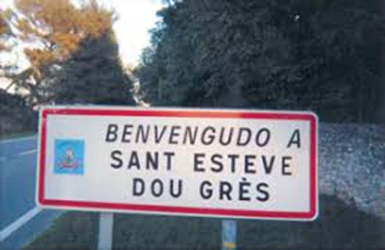 Circulation perturbée toute la journée devant la mairie de Saint-Étienne-du-Grès