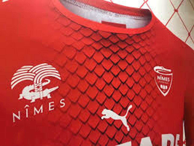 Le Nîmes Olympique dans le rouge.