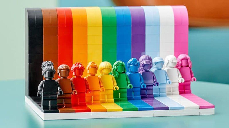 Les 11 figurines LEGO sont monochromes, une couleur, une coiffure...