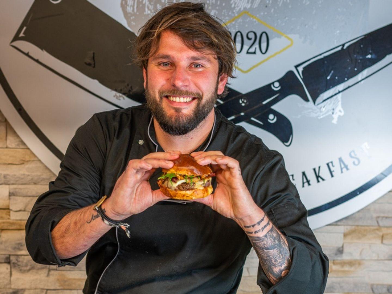 """Johannes Richard et son burger, le """"Nemausus"""""""