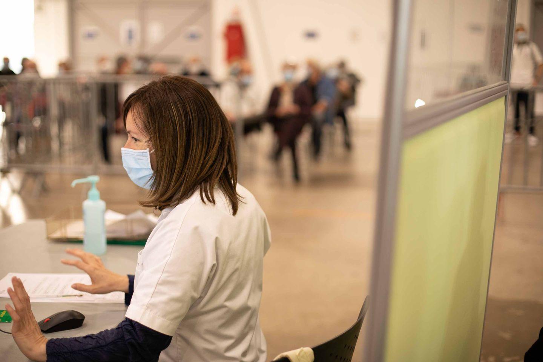 Infirmière au centre de vaccination du Parc des expositions de Perpignan