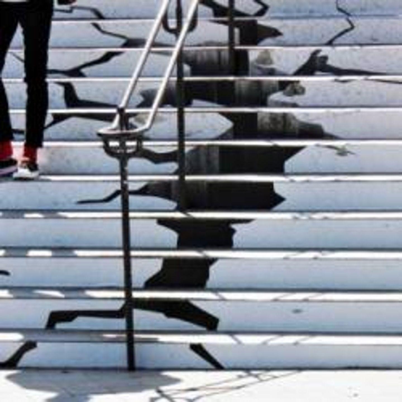 Pourquoi les escaliers de la mairie de brest sont-ils craquelés ??