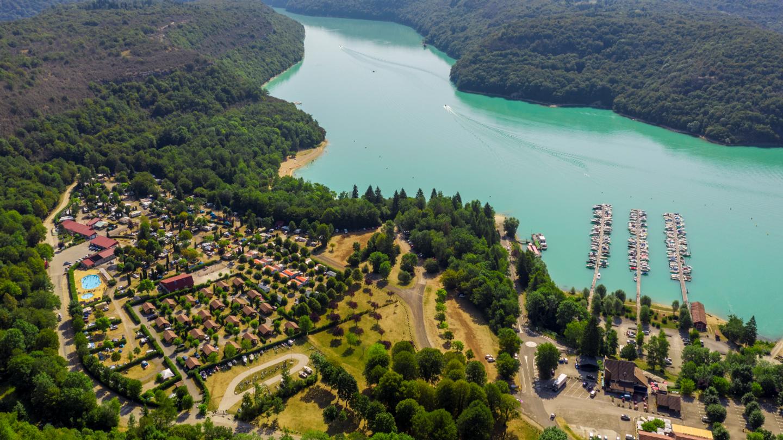 Allez vous détendre au bord du lac de Vouglans !
