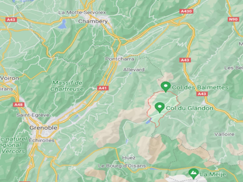 Savoie : trois morts après le crash d'un avion provenant de...