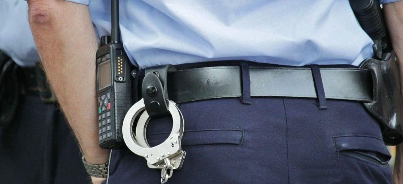 La police lui ordonne de faire 300 squats pour non-respect du...