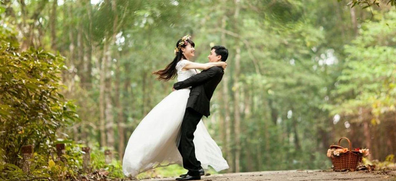 Un couple se marie 4 fois en 37 jours pour bénéficier des congés...