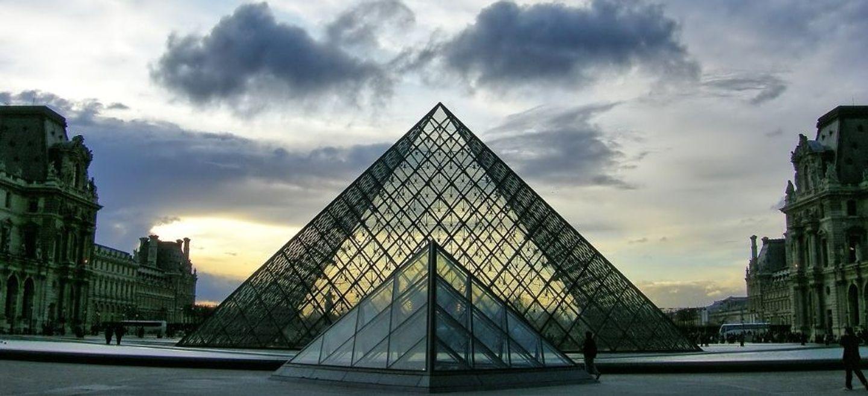 Attentat : l'homme qui a attaqué des militaires au Louvre en 2017...