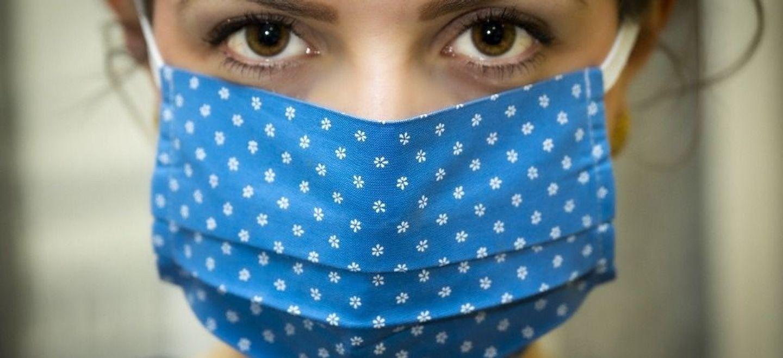 Covid : le port de certains masques en tissu déconseillé