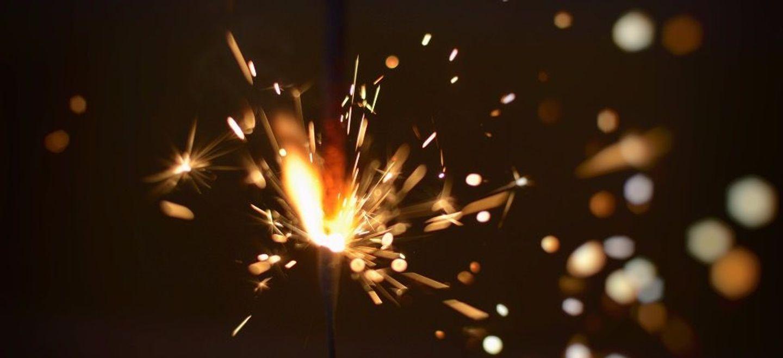 Une femme mange des mini-pétards et provoque un feu d'artifice dans...