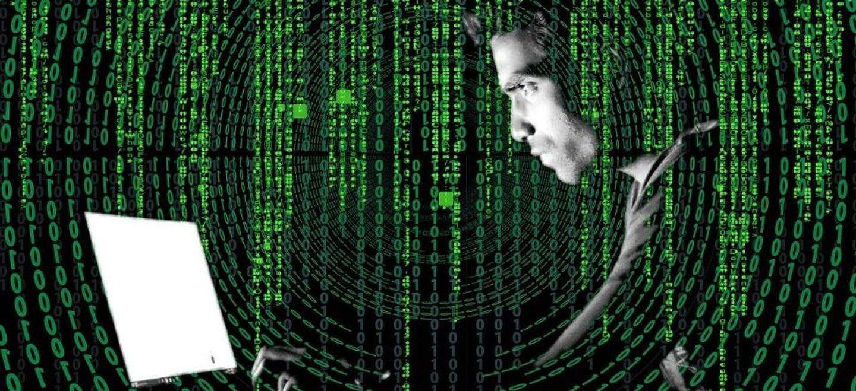 Cyberattaques contre des hôpitaux : Macron promet une lutte à un...