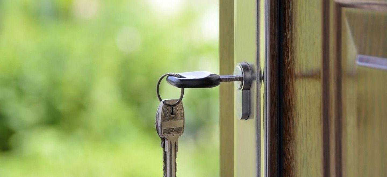 Une propriétaire contrainte de reloger ses locataires malgré les...