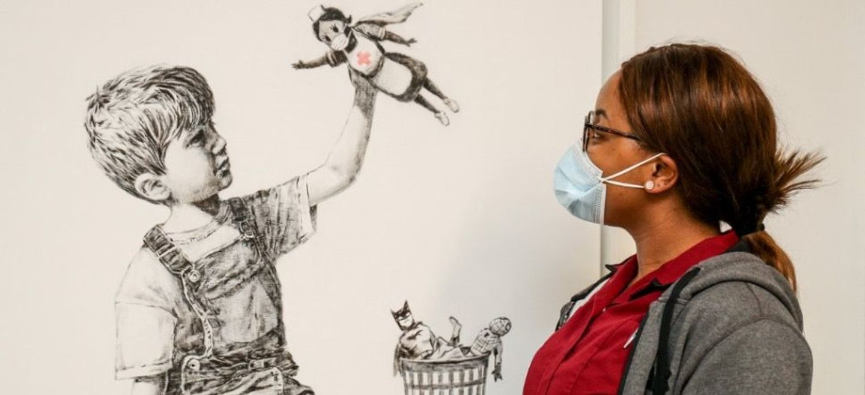 Une œuvre de Banksy en hommage aux soignants mise aux enchères