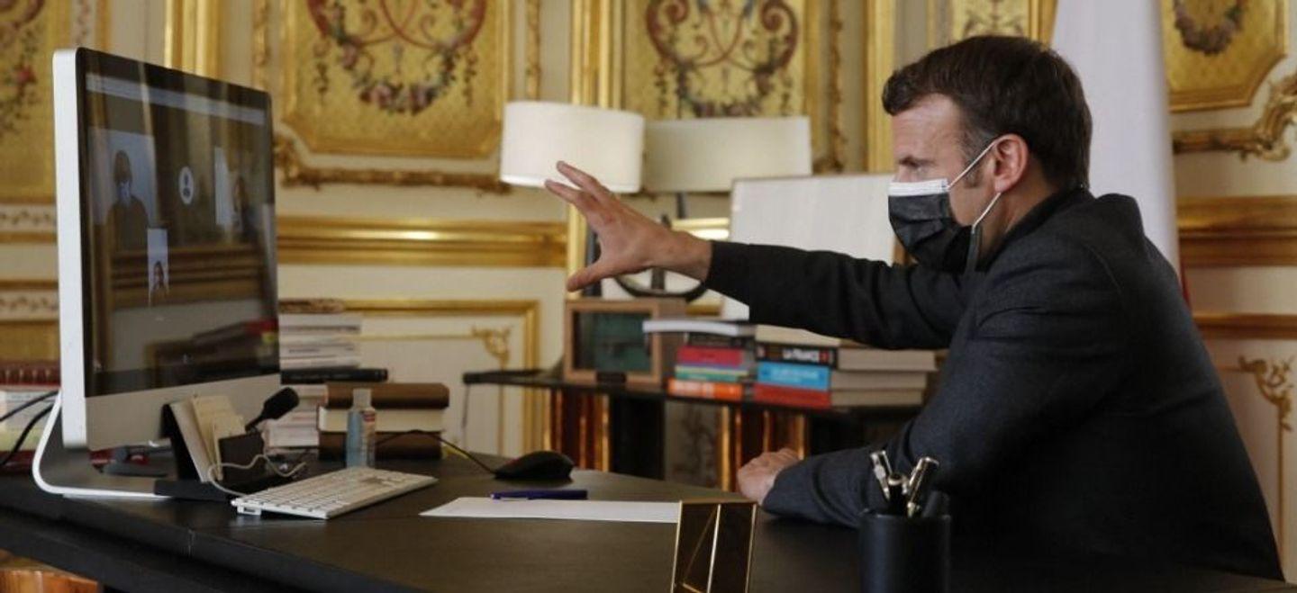 Macron promet un après-confinement mi-mai aux collégiens