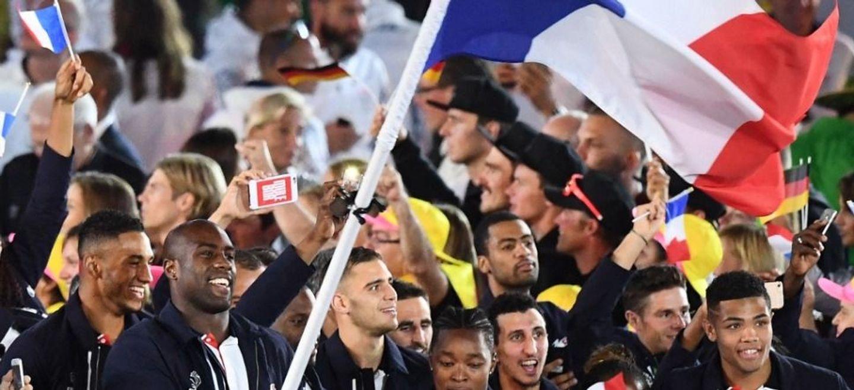 JO de Tokyo : le drapeau français porté par un duo homme-femme, une...