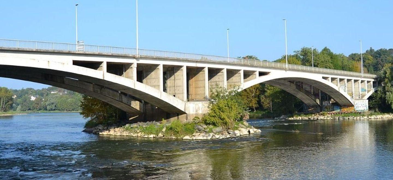 Tours : le pont Napoléon fermé aux voitures dans les deux sens...