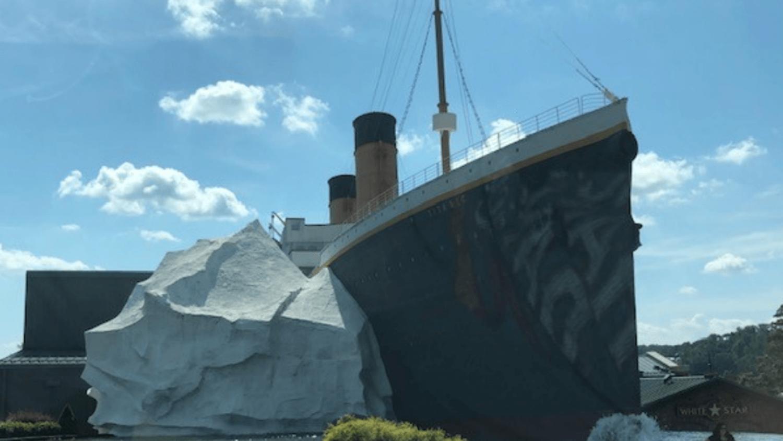 La réplique d'un iceberg s'est effondré dans un musée dédié au Titanic