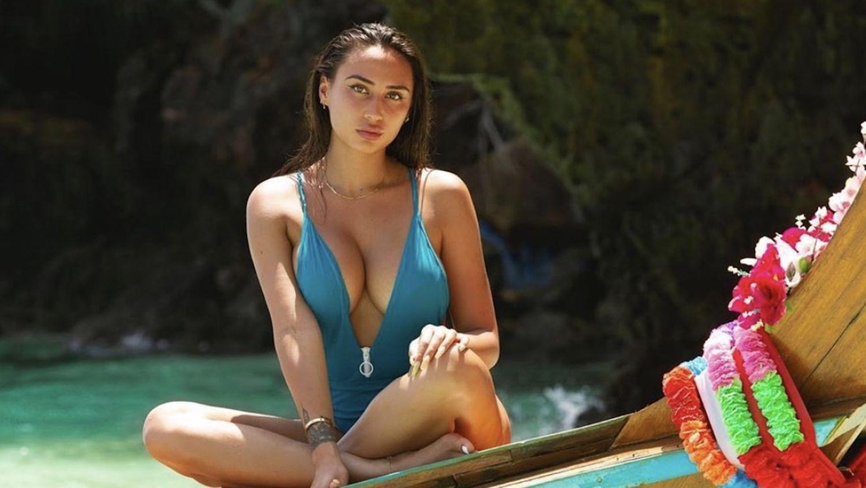 Astrid Nelsia : elle dévoile combien elle gagne grâce à ses photos dénudées