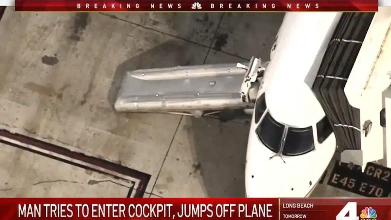 Ouverture du toboggan d'urgence à LAX