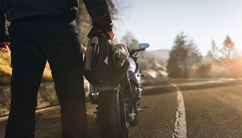 Une expérimentation, pour laisser les motards remonter les files de voiture