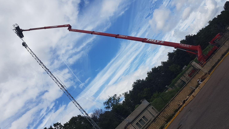 Les antennes DAB+ ont été positionnées à plus de 30m de hauteur au fort de la Motte-Giron à Dijon