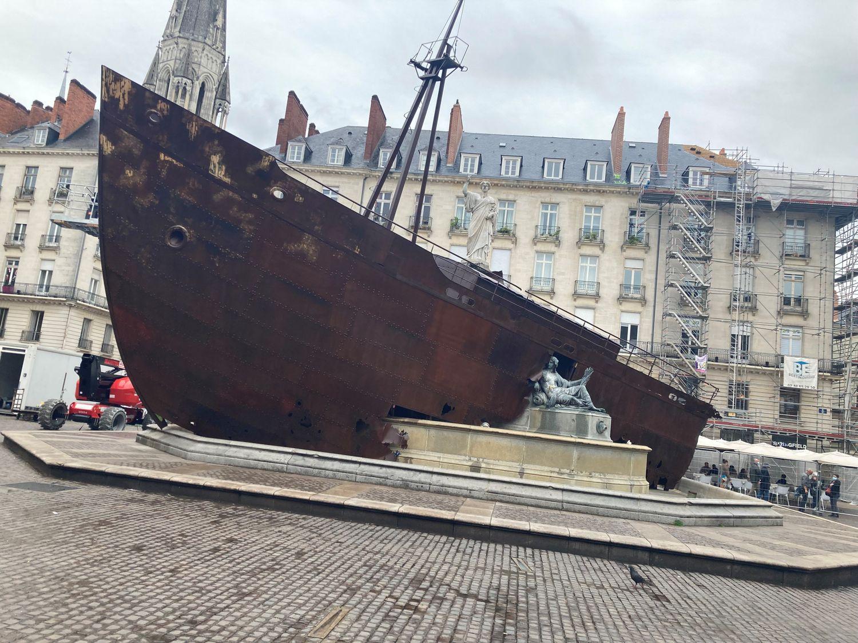 VAN bateau échoué place Royale