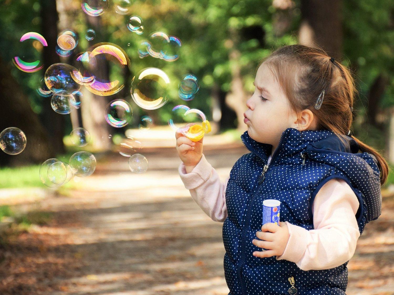 Enfant qui bulle