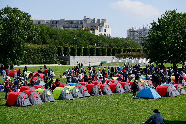 À Paris, le camp de migrants devant la préfecture d'Ile-de-France a été évacué.