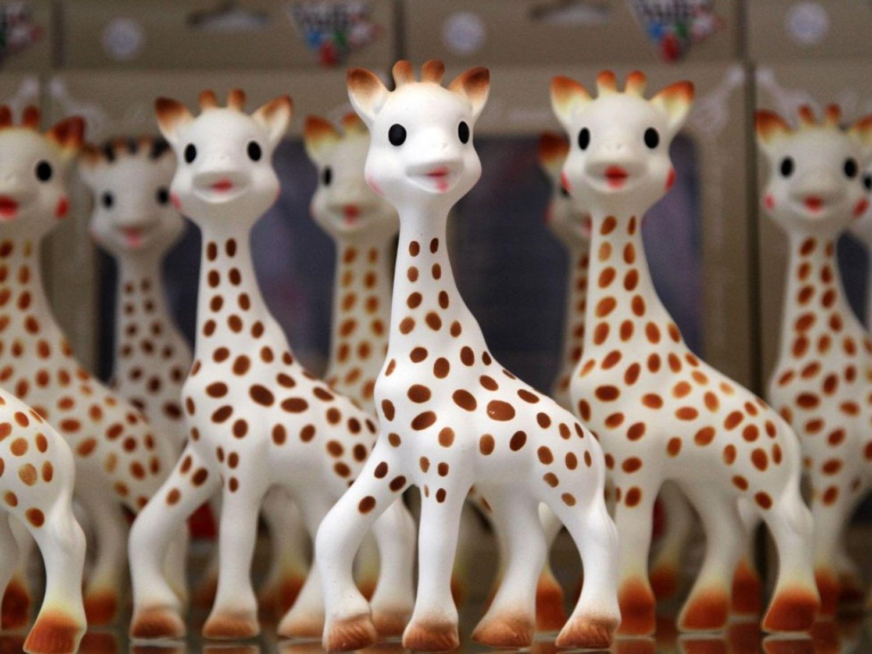 Paris : Sophie la Girafe entre au musée Grévin