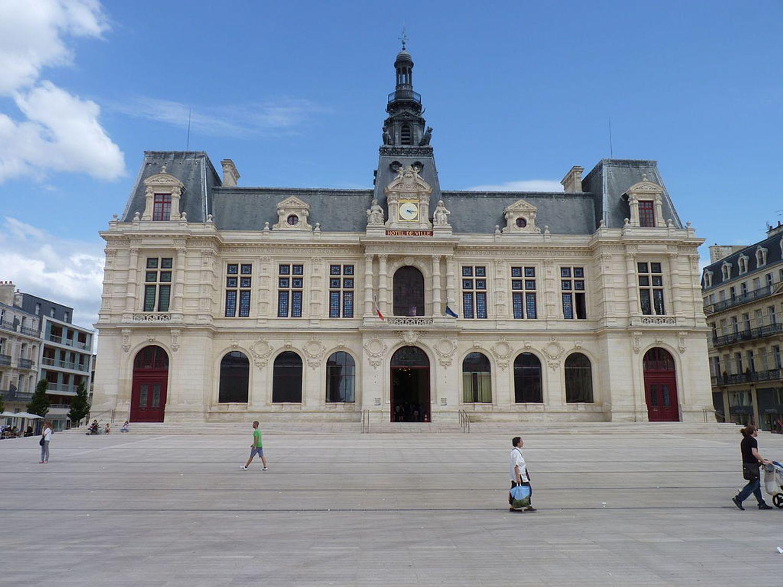 L'hôtel de ville de Poitiers.