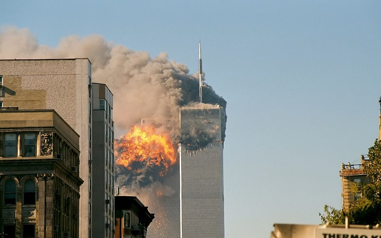 Un deuxième avion s'écrase sur les tours du World Trade Centre à New York le 11 septembre 2001.