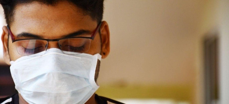 L'absence du masque est passible d'une amende de 135 euros.