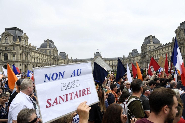 Une manifestation contre le pass sanitaire.