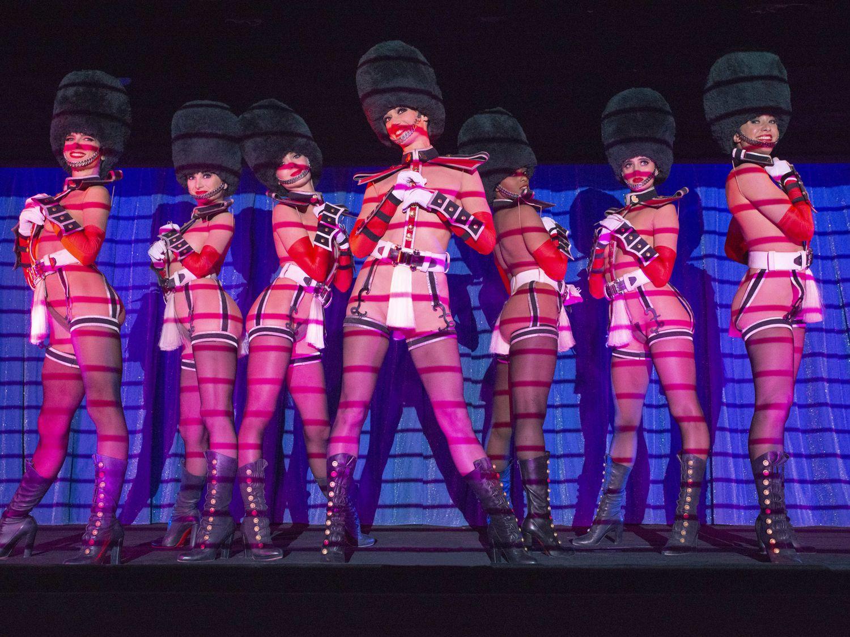 Le Crazy Horse, célèbre cabaret parisien, rouvre après 18 mois...