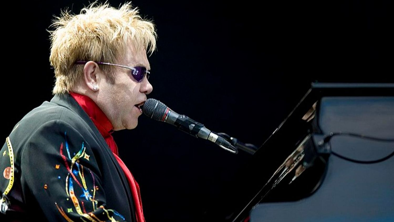 Tournée d'adieu d'Elton John : les dates parisiennes reportées… à 2023