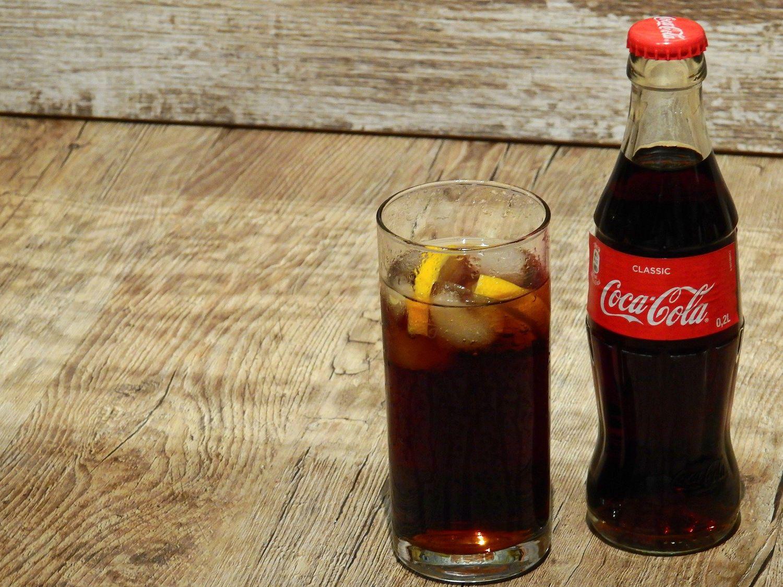 un homme meurt d'une overdose de Coca-Cola