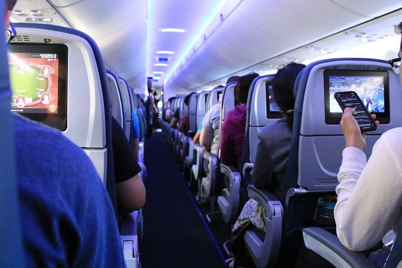 Un passager scotché sur son siège pendant un vol après avoir été agressif avec le personnel.