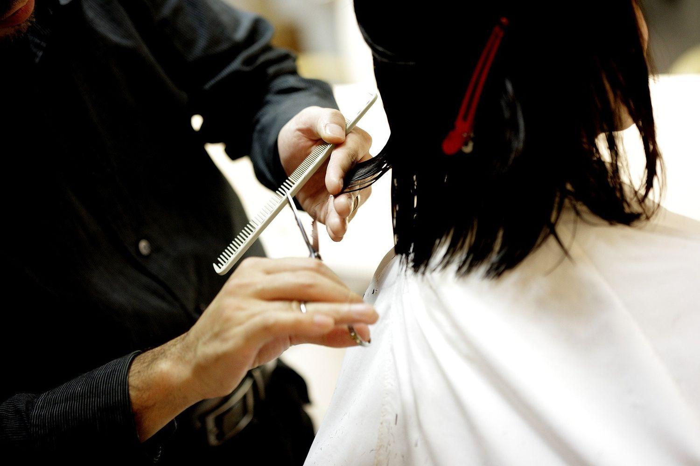 Un coiffeur condamné à verser 230 000 euros après une coupe ratée