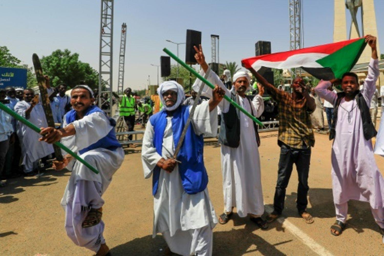Pro et anti-armée dans les rues au Soudan sous haute tension