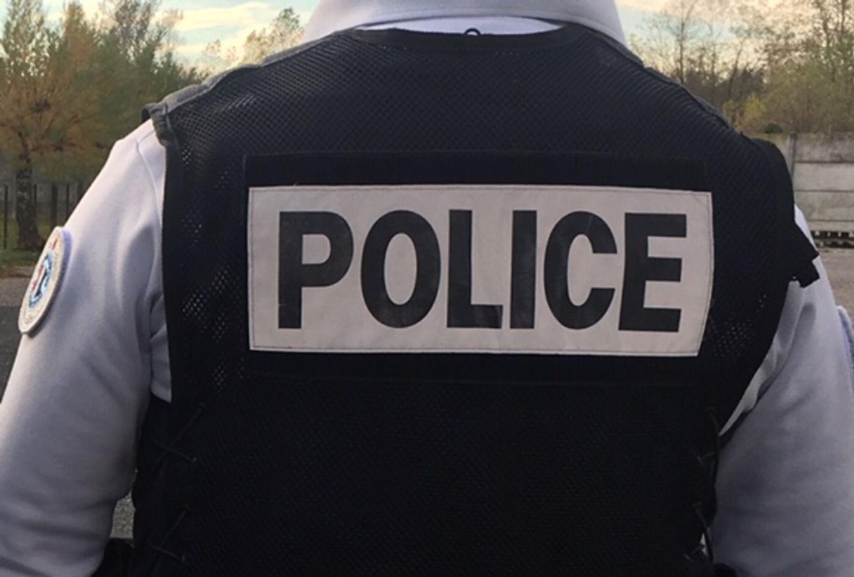 L'agresseur présumé a été maitrisé par des passants avant l'arrivée des forces de l'ordre.