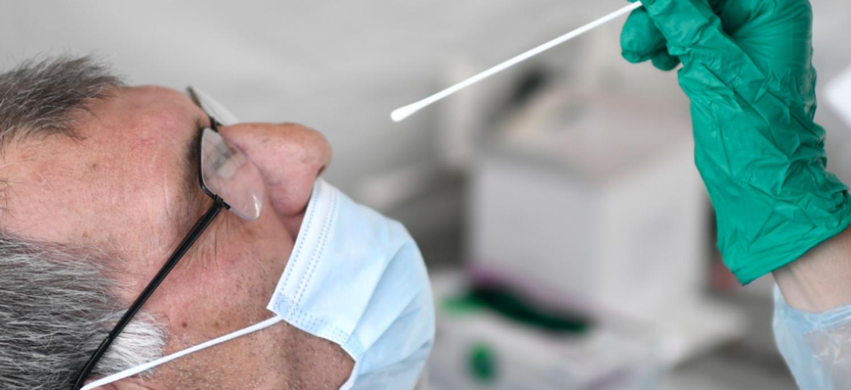 Un dépistage Covid-19 par test PCR, par voie nasale.