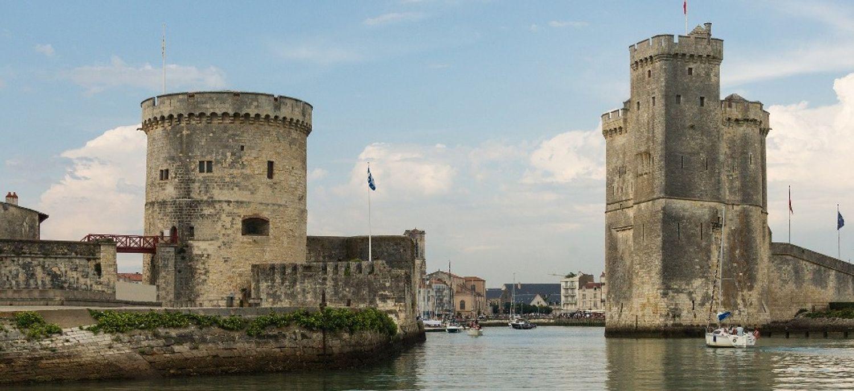 Les Tours de La Rochelle font partie des 14 monuments en lice.