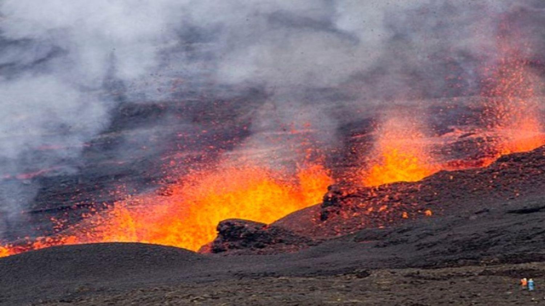 Le nuage de fumée après l'éruption d'un volcan aux iles Canaries...