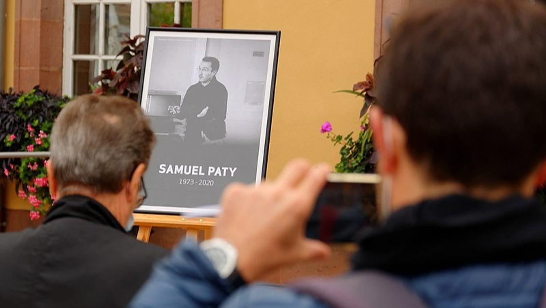 Hommage à Samuel Paty : une enseignante traitée de « raciste » en...