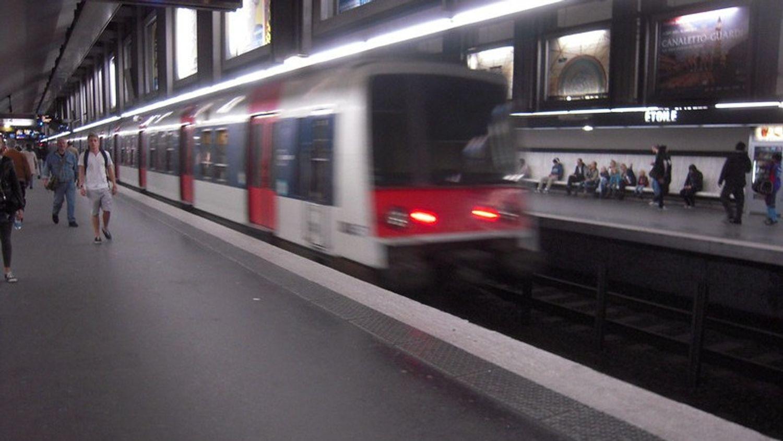 Comment les Franciliens passent-ils le temps dans les transports ?