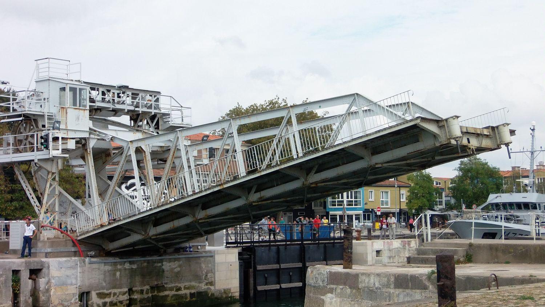 La Rochelle: à cause d'une panne mécanique, le pont du Gabut est...