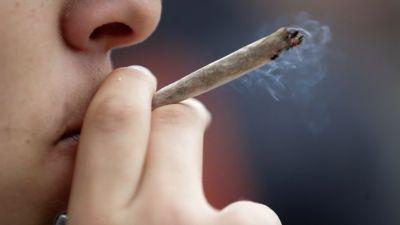 Emmanuel Macron contre « la dépénalisation généralisée » du cannabis