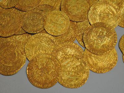 239 pièces d'or vendues aux enchères.