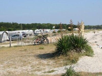 90 emplacements de camping de moins pour protéger la côte.