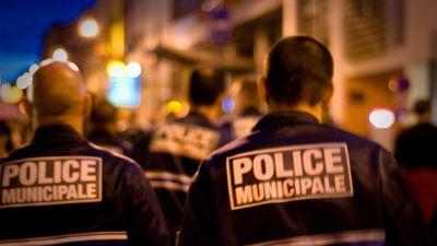 Paris : une voiture percute une terrasse de bar ; un mort et...