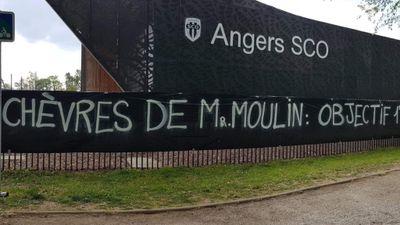 Certains supporters d'Angers Sco affichent leur mécontentement